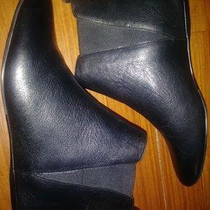 Size 8 Black Calvin Klein boots never worn